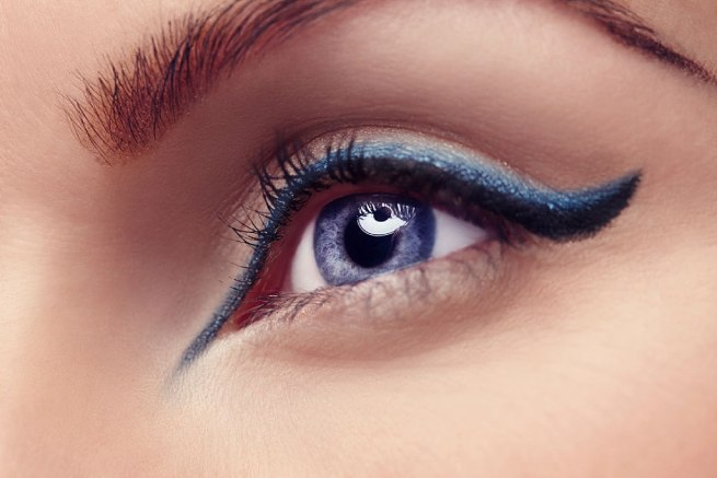 cum folosim un eyeliner